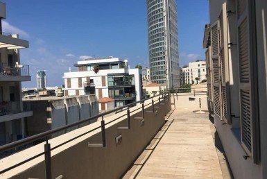 A LOUER PENTHOUSE 5 PIÈCES AVEC TERRASSE - YAVNE STREET- TEL AVIV