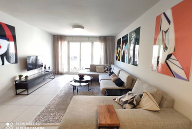 A VENDRE - 4 PIECES - NEVE TSEDEK - BOUTIQUE BUILDING - AVEC PARKING - TEL AVIV*
