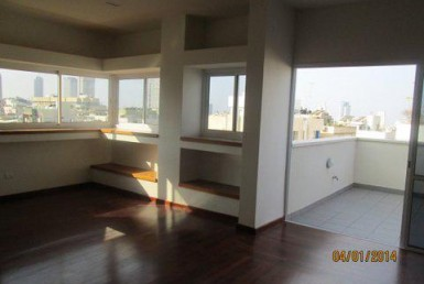 A LOUER - MINI PENTHOUSE 3 PIECES - EHAD HA'AM - TEL AVIV