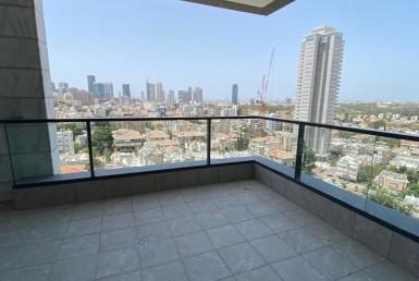 Situé dans un quartier proche du parc Hayarkon en pleine expansion grâce au développement de la bourse de Ramat-Gan ainsi qu'à proximité de la future station de métro/tramway. ✅ Au 11eme étage orienté Sud - Ouest ✅ Grand 3.5 pièces de 105m2 transformé en 4 pièces ✅ 14 m2 de terrasse avec vue dégagée sur tout Tel Aviv