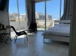 Grand Studio de 30 m2 + terrasse de 30 m2  🔶 VUE MER !!! 🔶 Hayarkon proche du Namal TLV 🔶 A 4 min de la plage 🔶 Proche de Dizengoff et Ben Yehuda  🔶 Au 3 ème étage sans ascenseur  🔶 Meublé  🔶 Disponible immédiatement